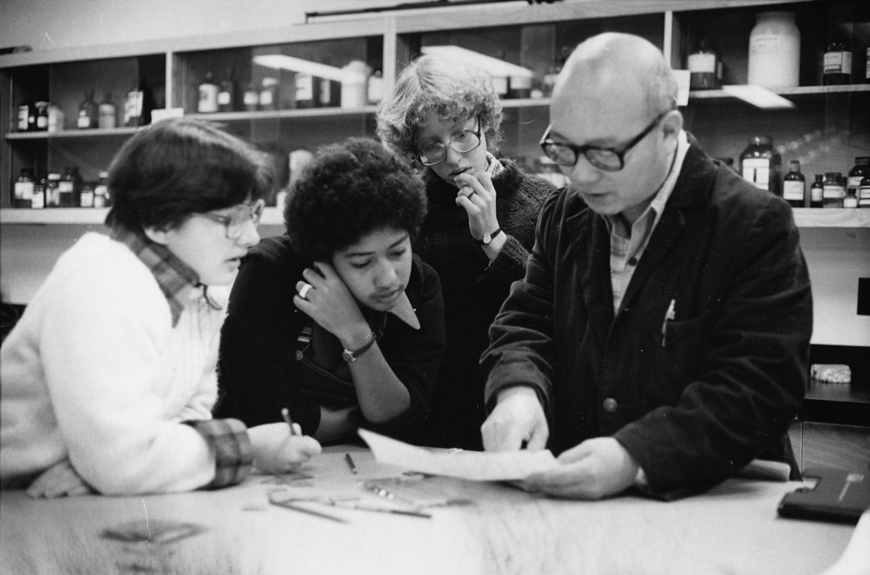 1979:Students working with a faculty member in the chemistry lab