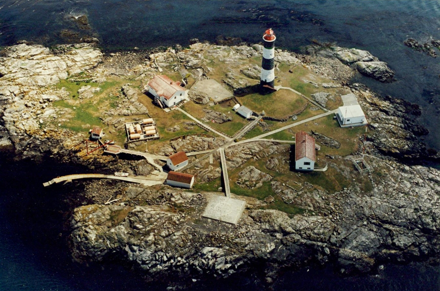 circa late 1990s:Aerial view of Race Rocks; Pearson College manages the national Ecological Reserve